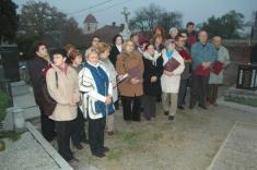 Fotografie ze vzpomínkového shromáždění k 90. výročí vzniku samostatné Československé republiky